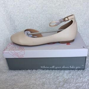 Journee Collection Astley Flat